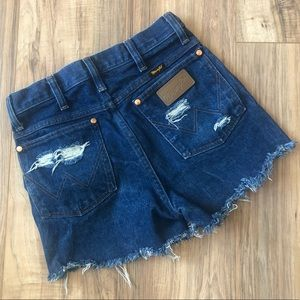 ☀️Wrangler Retro Distressed Frayed Cut Off Shorts